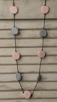 Teethease Livy Necklace - Pink & Grey